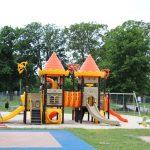 Rozbudowany ipiękniejszy plac zabaw przy Szkole Podstawowej nr2 – oddany dzieciom doużytku!